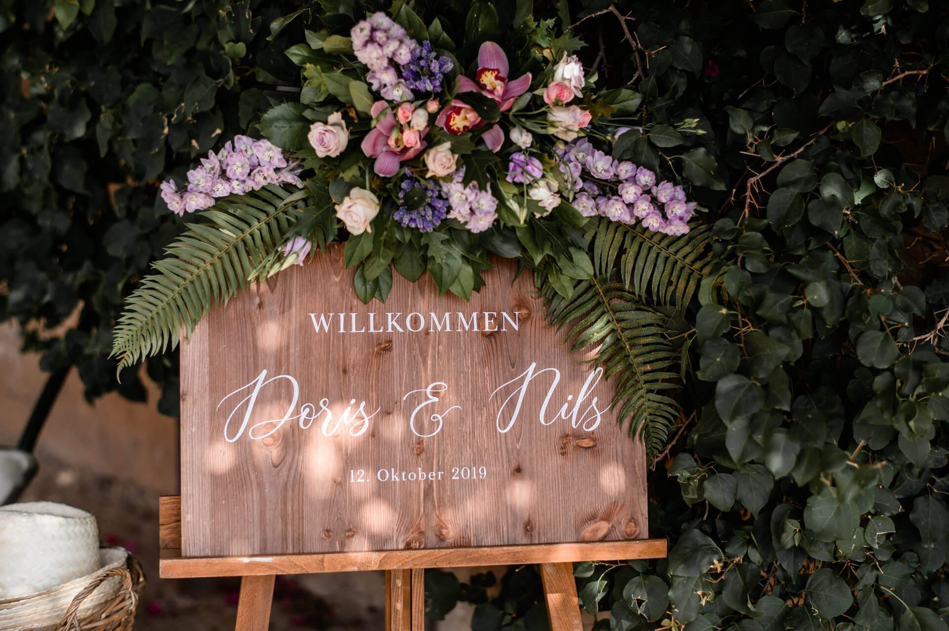 Flores coloridas welcome sign